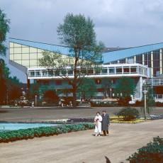 Blick aus dem Grugapark auf die Rückseite der Grugahalle